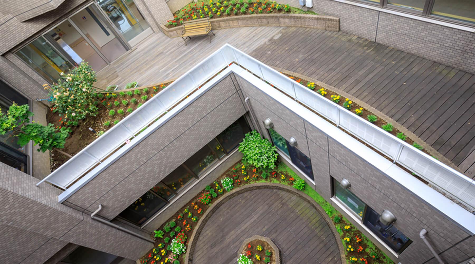 回廊風の中庭スペース